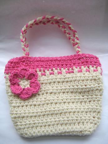 Crochet Purse Patterns Free Easy : Crochet Dreamz: Artsy Crochet Bag for Your Little Girl (Free Pattern)