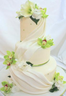 Complete Deelite Red Velvet Wedding Cake