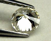 Diamante tallado como brillante en plata y joyas