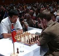 Vishy Anand y Magnus Carlsen en la final de XIII Campeonato del Mundo de Ajedrez Rápido del Clásico de Maguncia Mainz 2008
