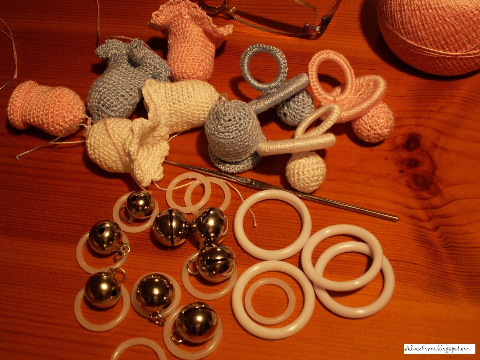 Se necesita: algodón de perlé del nº 8 (en colores rosa, azul y