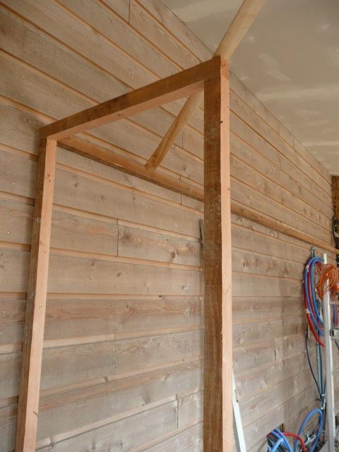 Maison paille embruns d 39 herbe montage de l 39 ossature for Bati de porte en bois