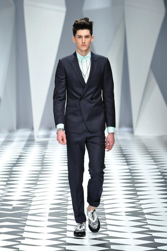 Moške obleke Versace, vir slike: designscene.net