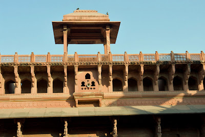 A sample of the architecture of one of the inner buildings inside the Agra Fort