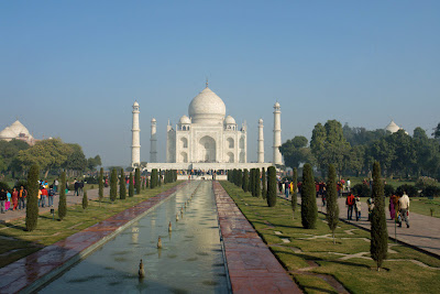 Another view of the Taj Mahal in Agra with a glimpse of buildings to either side