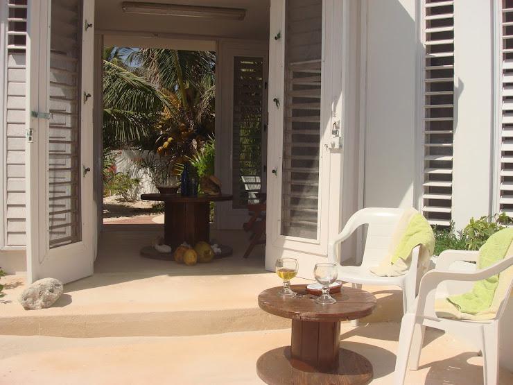 terraza lateral de la casita de chelem