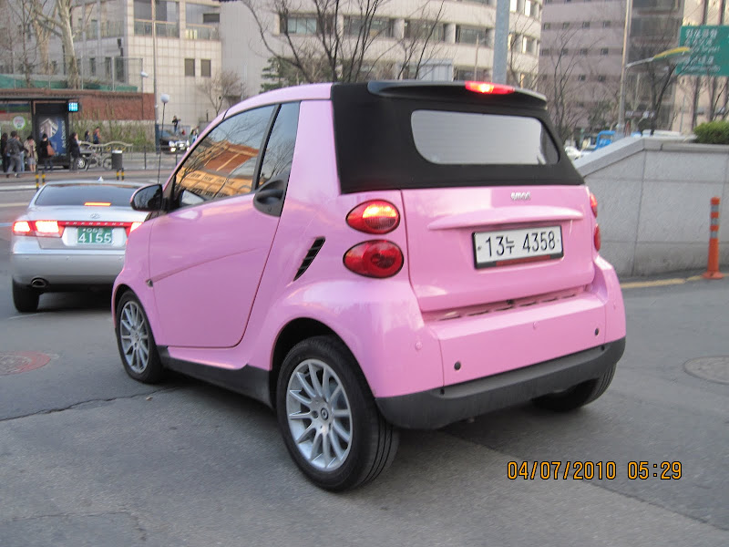 pink smart car: title=