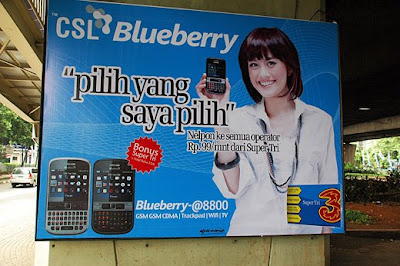 Blueberry phone and Agnes Monica