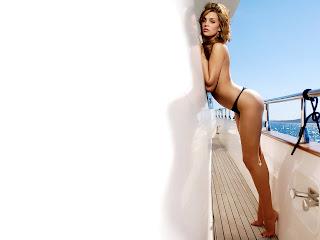 http://3.bp.blogspot.com/_OitPVueOrz8/SZfYQrwLV1I/AAAAAAAABlk/y0YHIIe5IyE/s1600-h/danielle+lloyd+in+bikini-1600x1200-003.jpg