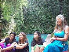 Nosotras en el jardín con Luzclara