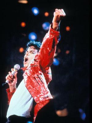http://3.bp.blogspot.com/_Oo14H0vP1Dw/SlNuhNBJYnI/AAAAAAAABZA/sDja3KxUTLc/s400/michael_jackson_red_jacket_concert_fist_in_air_1990_342x456_wenn2046940.jpg