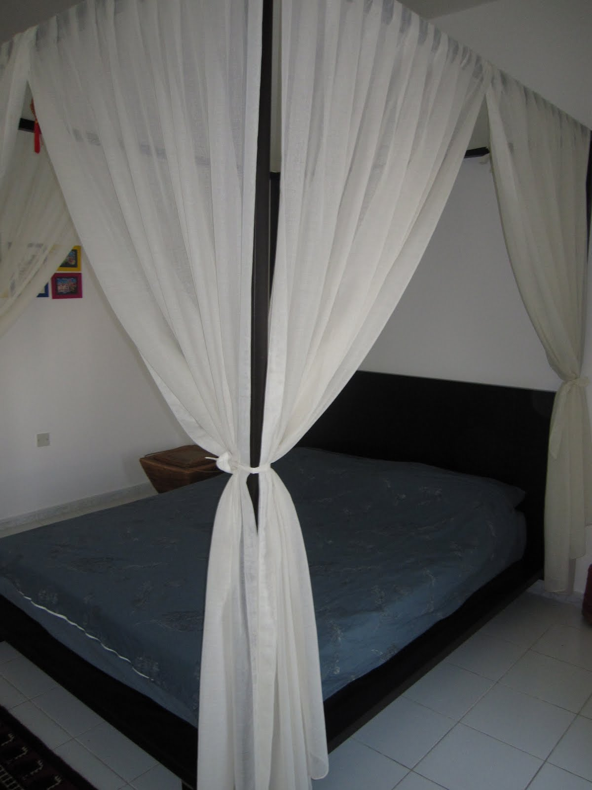 Umm suqueim furniture sale canopy bed with mattress - Canopy bed curtains for sale ...