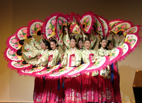 korean culture and customs presented by midong and traditional koreanKorean Culture And Traditions