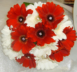 red and white gerbera daisy bouquet