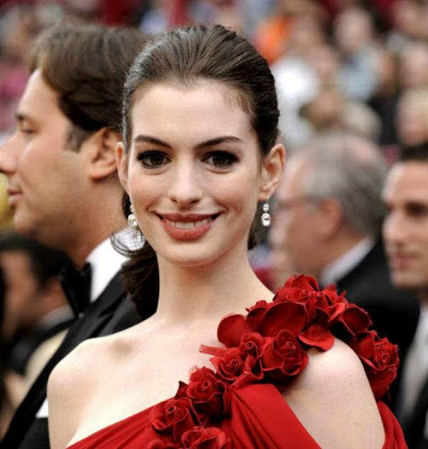 Hollywood Celebrities Biography: Anne Hathaway Biography