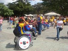 Atletas y artistas del grupo Ensamble de Ciudad Bolívar