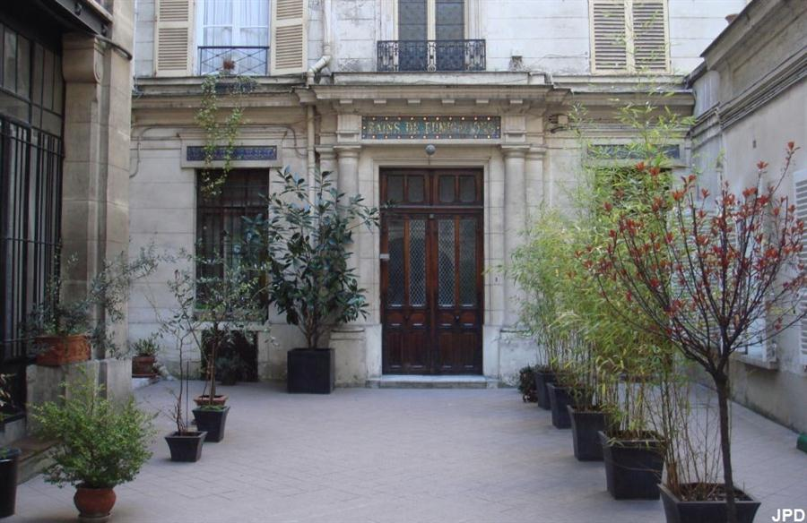paris bise art bains de fumigation rue de rochechouart. Black Bedroom Furniture Sets. Home Design Ideas