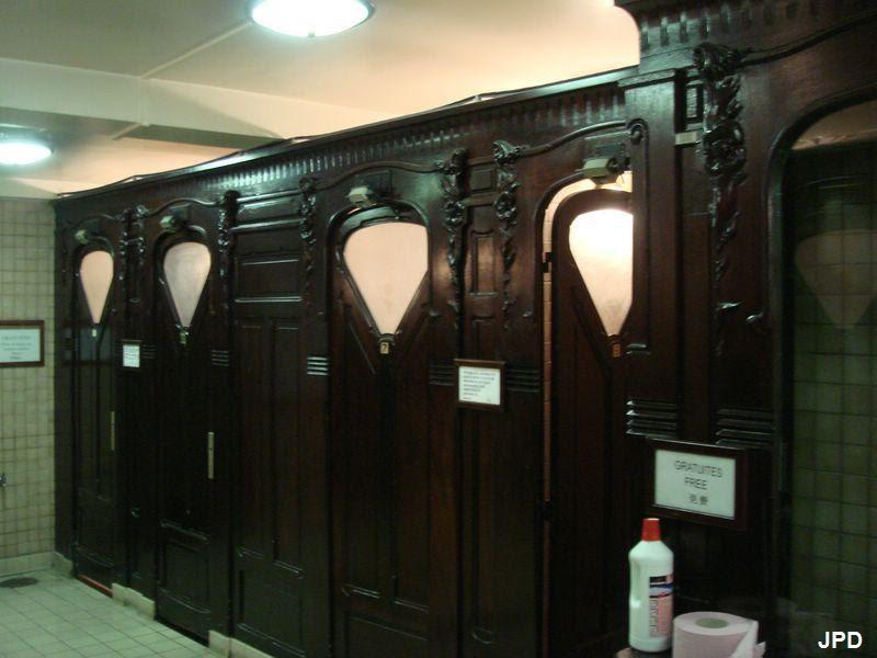 Paris-bise-art : Toilettes - Métro Trocadéro