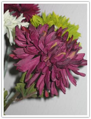 Vinröda blommor, fuskisar