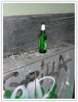 Skräp, flaska o klotter