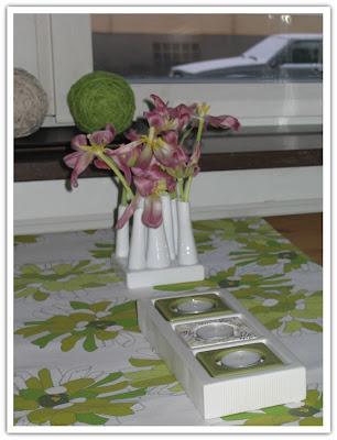 Överblommade tulpaner
