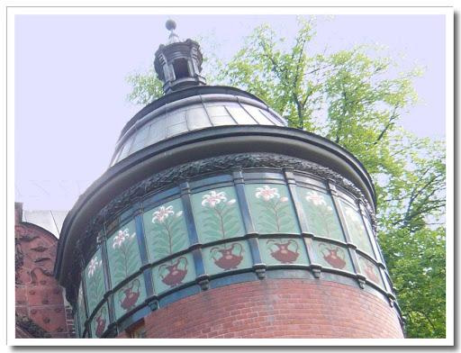 Torn med fina fönster