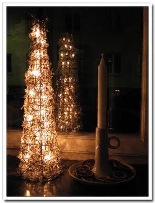 Ljusstake och adventsgran by night