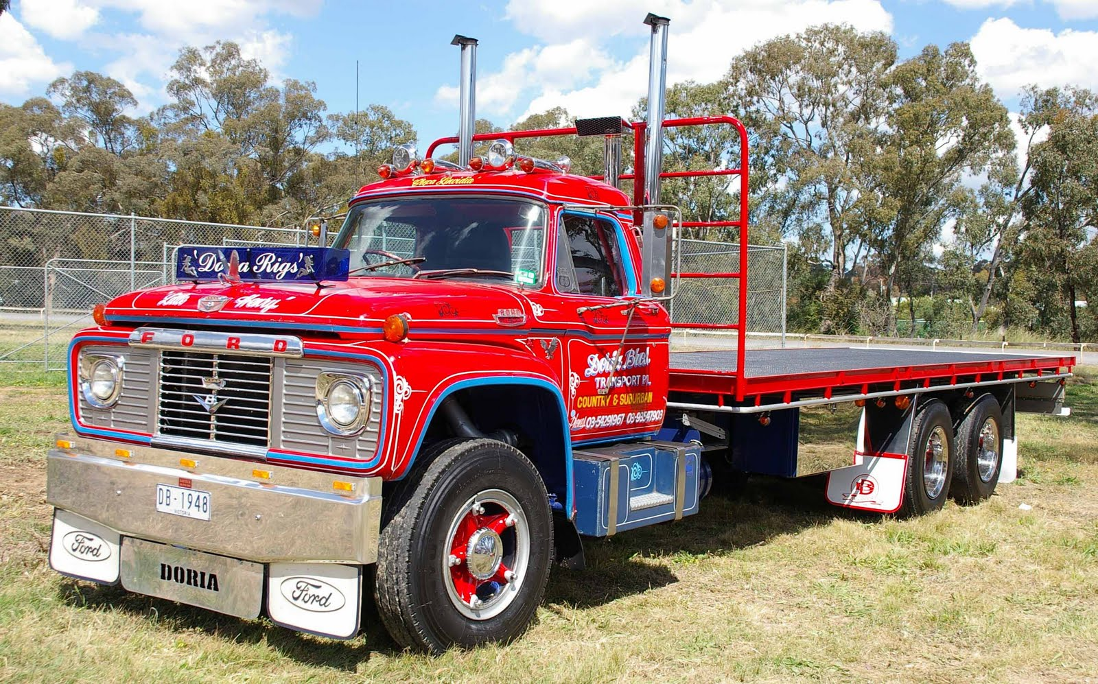 Historic Trucks: Castlemaine Truck Show 2010