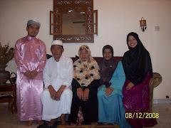 Gambar saya bersama keluarga mertua