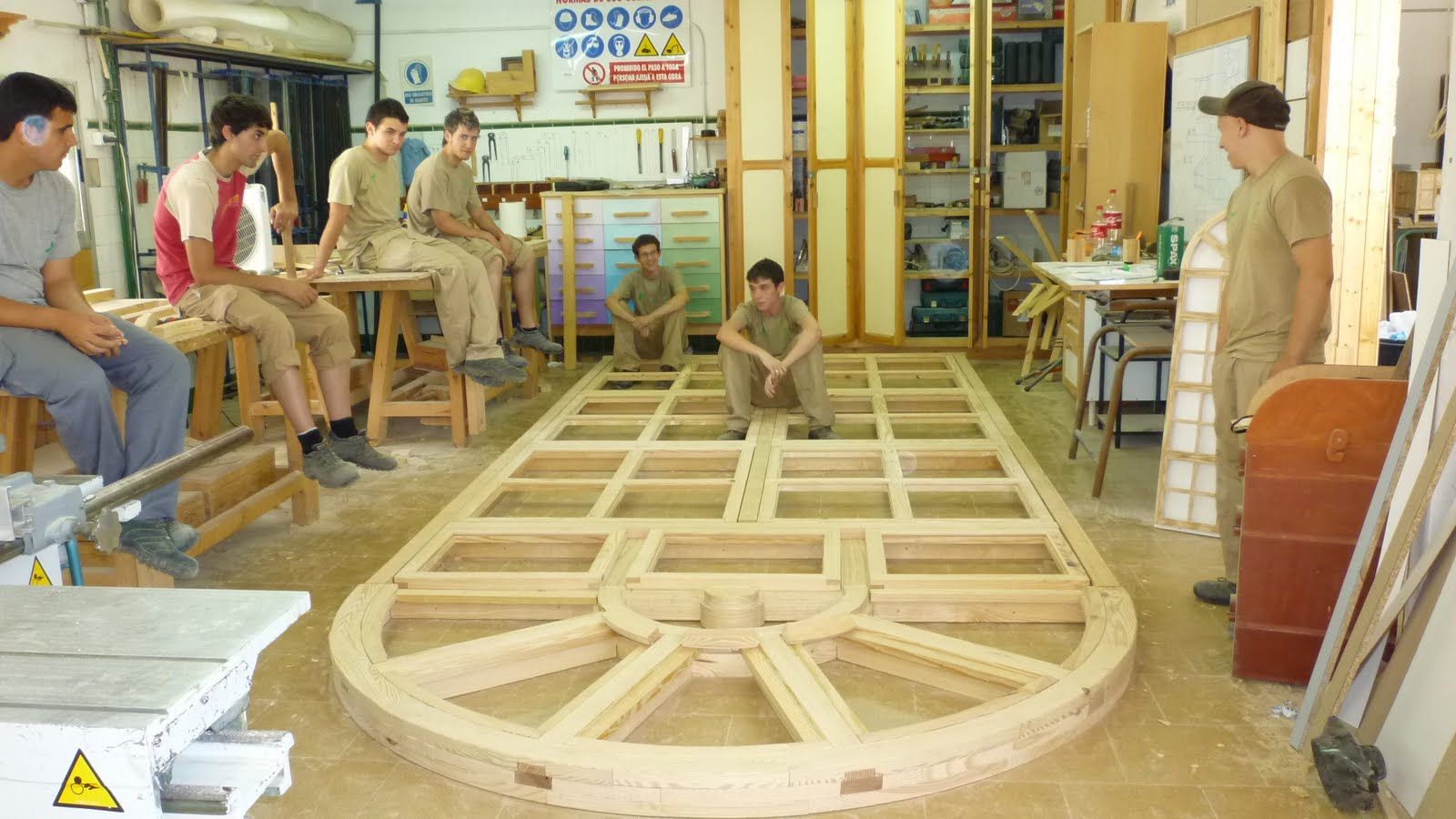 Taller carpinter a madera ventanales nave for Carpinteria en madera