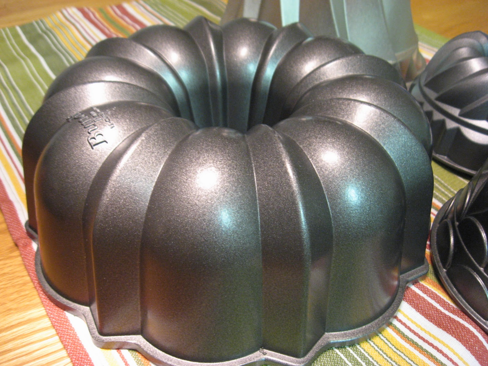 Bundt Cake Shipping Containers