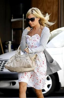 AshleyTisdale blonde hairstyles - AshLey'Le moda