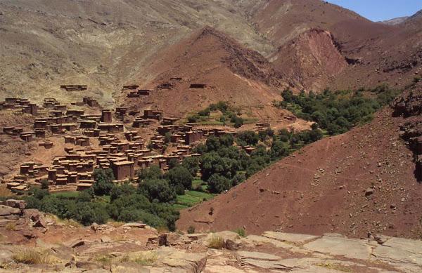 Village du Haut Atlas marocain ...