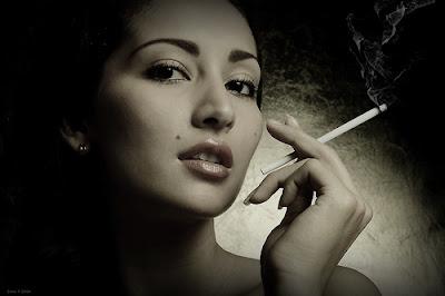 'Mujer con cigarrillo' Zuan Carreño