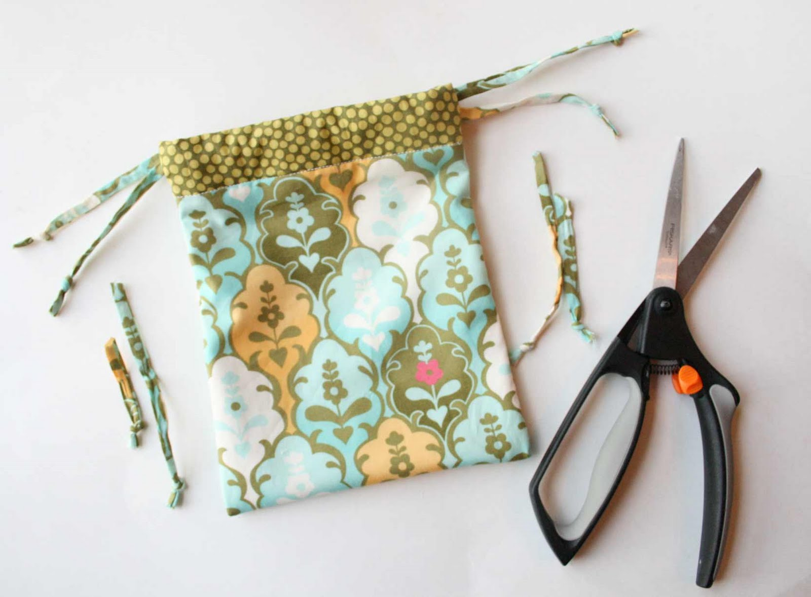 The Creative Place: Tuesday Tutorial: Drawstring Bag