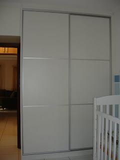 Marcenaria casarin armario com portas de correr em perfil de aluminio - Perfiles de aluminio para armarios ...