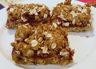 These healthy bars are packed with oats and blackberries that are rich in antioxidants. A glass of milk  with few bars would be a ideal breakfast.