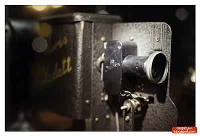 |1/80|f2.5|50mm|ISO 2500|