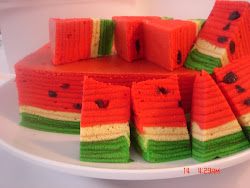kek lapis watermelon harga dr rm30 to rm120..gula, holicks ,susu & kaya..