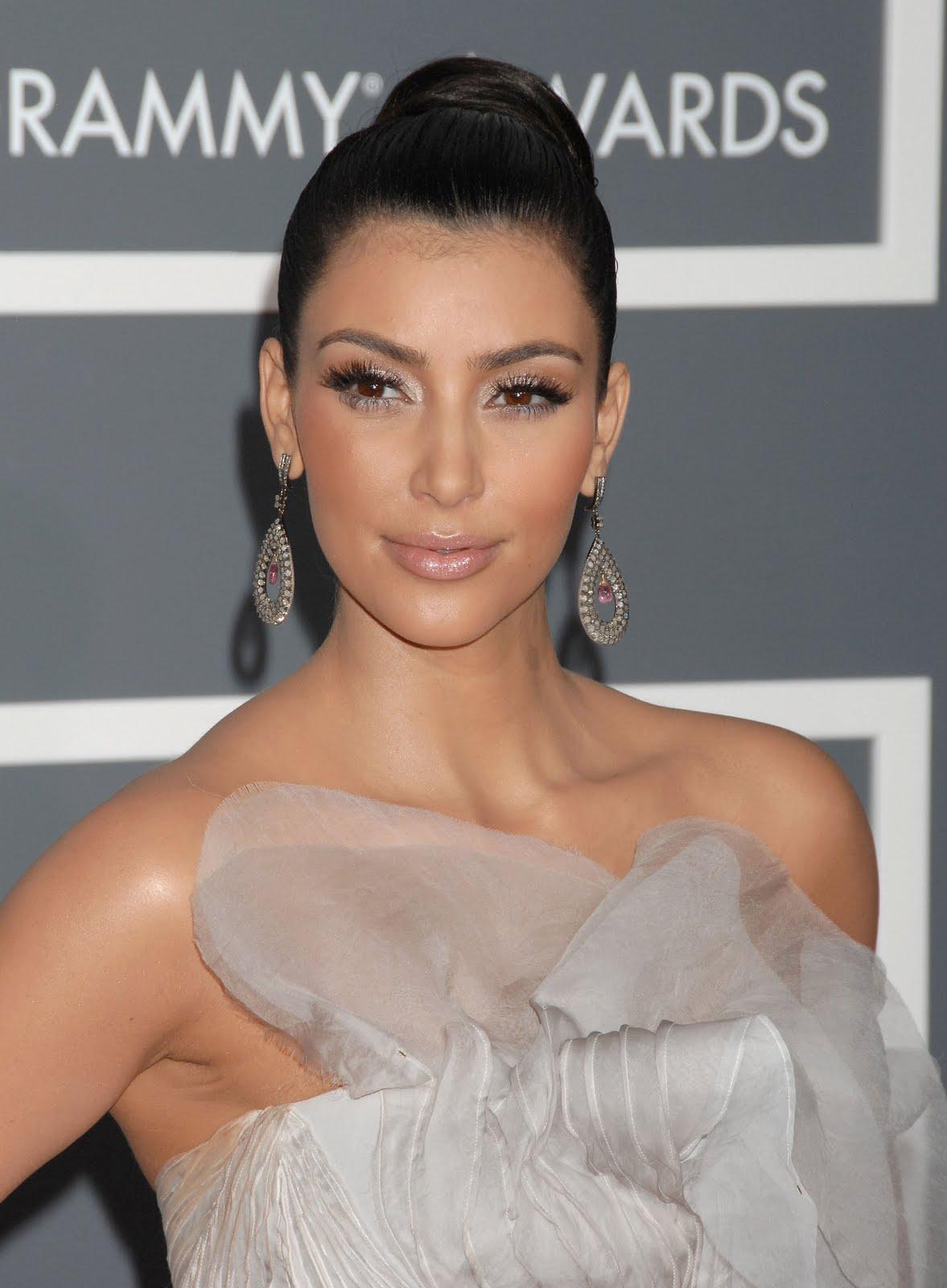 http://3.bp.blogspot.com/_PEPWIqGX5Uo/S9rXhV3NpEI/AAAAAAAAUbU/negt6gZThrs/s1600/Kim+Kardashian.jpg