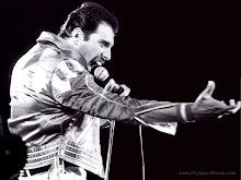 Freddie Mercury (L)