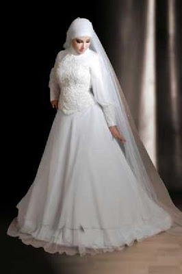 THE BRIDE WEARS HIJAB Egyptian Wedding Dress