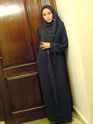 اجمل العابيات الخليجى Navy+abaya+with+orange+beads