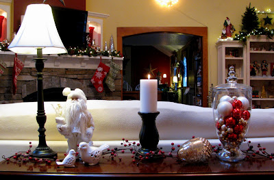 my sofa table is simply ellie maes cottage december 2009 - Christmas Decorations For Sofa Table