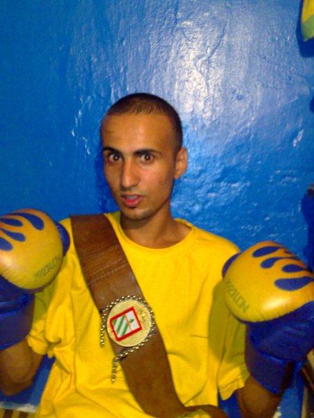 أوّل بطلٍ إفريقي في الملاكمة وهو صغير