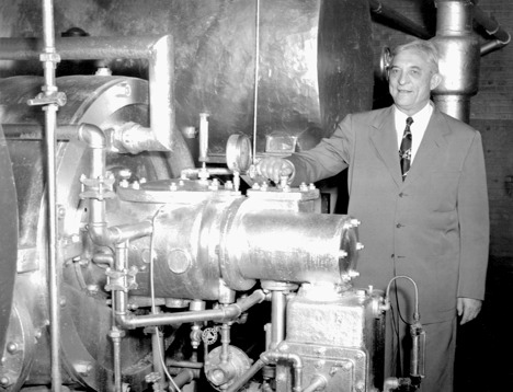Who invented the first automobile air conditioner? Willis Haviland Carrier, a mechanical engineer, invented air conditioning in 1902. Packard Motor Company was the first