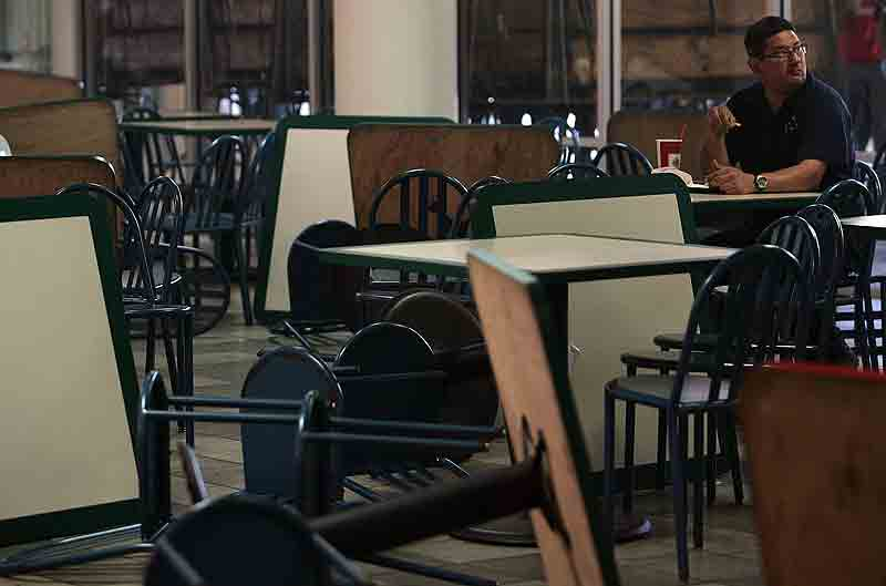 Terroristas Universitarios Rompen Cristales Tiran