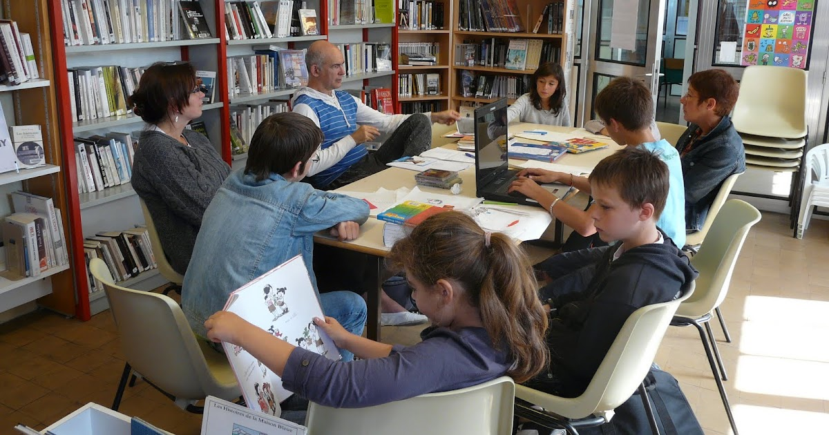 Bibliotheque Municipale Decor Blanc A  Ef Bf Bdtages En France