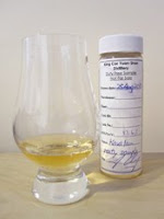 kavalan peated sample and glass