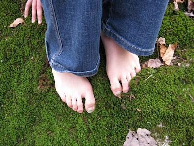 http://3.bp.blogspot.com/_PUiAFB--pxs/S05-9y1L1MI/AAAAAAAAAbA/xEnRmKIi8HU/s400/A+brave+girl%27s+cold+feet.jpg